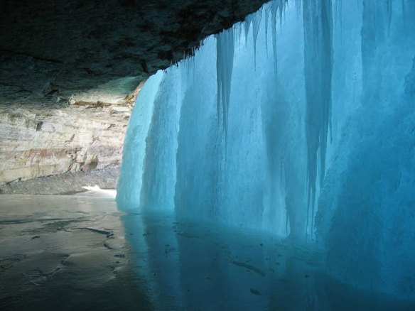 behiind-a-frozen-waterfall-minnehaha-falls-minnesota