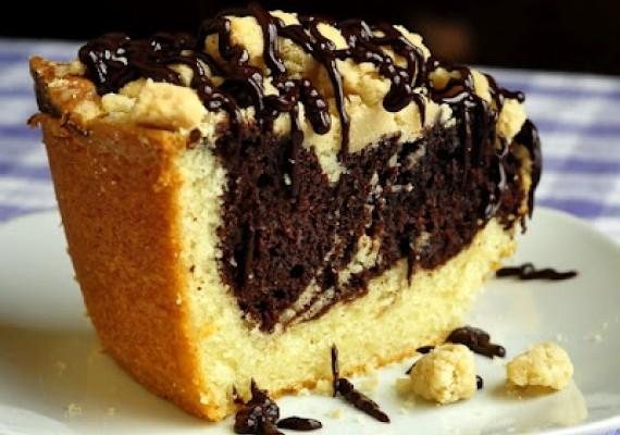 Chocolate-Swirl-Vanilla-Crumble-Coffee-Cake-e1338122714345