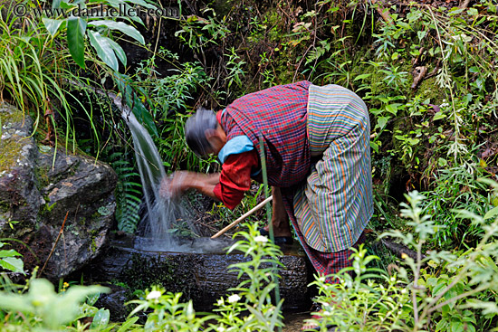 old-woman-washing-from-stream-02-big