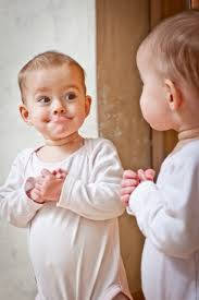 baby with mirror2