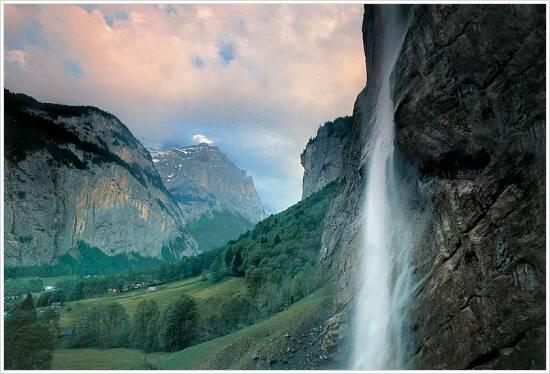 Switzerland. get natural. The Lauterbrunnen valley in the Bernese Oberland with the 300 m high Staubbach Falls. Schweiz. ganz natuerlich. Das Lauterbrunnental im Berner Oberland mit dem 300 m hohen Staubbachfall. Suisse. tout naturellement. La vallee de Lauterbrunnen dans l'Oberland bernois avec la cascade de Staubbach de 300 m de hauteur. Copyright by Switzerland Tourism By-line: ST/swiss-image.ch
